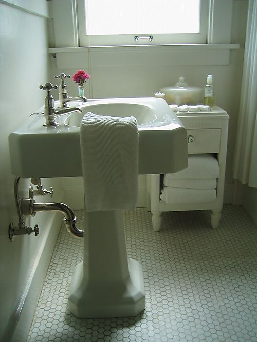 PedestalSinkBathroom