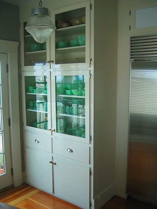 BreakfastRoomCabinet